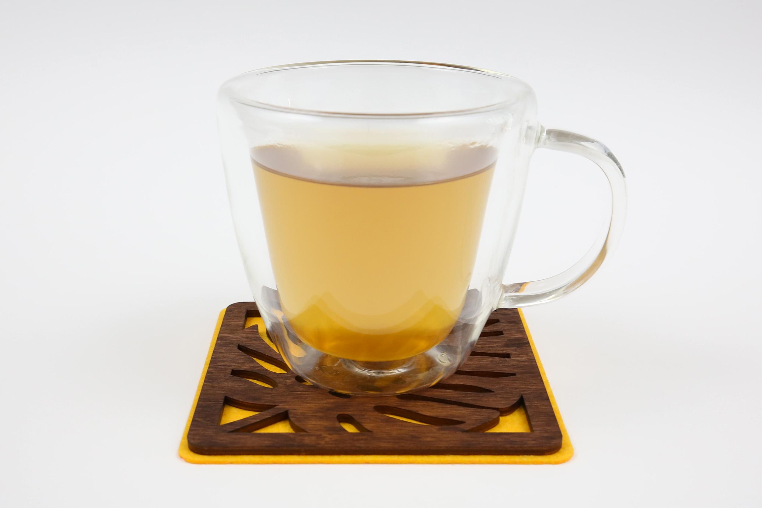 Medinis padėkliukas puodeliui – Tropikai