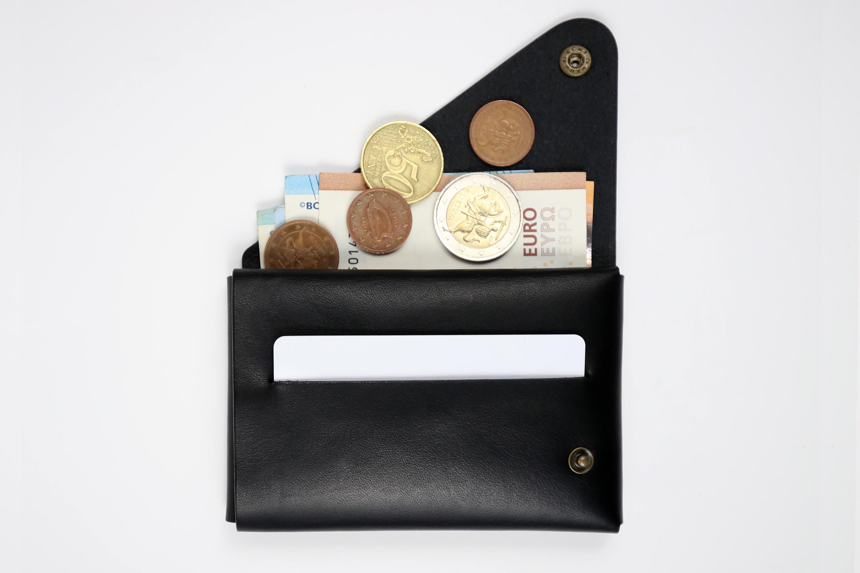 """Rankų darbo minimalistinė odinė piniginė """"Charizma"""" [Juoda]"""